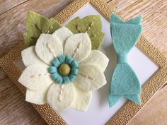 Your place to buy and sell all things handmade - keçe Felt Flowers, Diy Flowers, Flowers In Hair, Fabric Flowers, Paper Flowers, Bow Hair Clips, Flower Hair Clips, Felt Hair Clips, Bow Clip