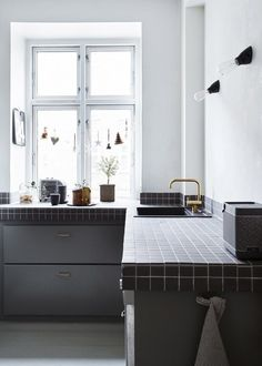 5 Old and Retro Kitchen Fashion Trends That Are Making A Comeback! For proof that everything that is old will eventually become new again, one need look no further than the kitchen, where plenty of once-reviled trends are making their way back into the spotlight. Here are five 'new' trends that might look oddly familiar.
