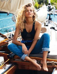 Model Edita Vilkeviciute hits the high seas, sailor style in casual French classics chosen by stylist Geraldine Saglio. Gilles Bensimon commands the lens in 'Calme blanc' for Vogue Paris May Vogue Paris, Edita Vilkeviciute, Estilo Denim, All Jeans, Cuffed Jeans, Cropped Jeans, Nautical Fashion, Mode Inspiration, Mannequins