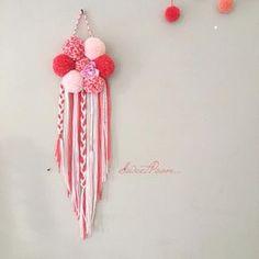 BaBy FlOwErS • • • • Le PoomDream Baby FlOwErS d'Aurélie est prêt à la rejoindre • • Merci encore pour ta confiance • • • #attrapereve #dreamcatcher #attraperevepompon #pompon #laine #wool #flowers #pink #douceur #peps #creation #faitmain #handmade #madeinfrance #pastel #decoration #homedecor #decochambre #chambreenfant #boheme #romantique #dream #bohemianstyle #sweetpoom #kidsroom #inspiration