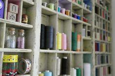 DIY Batelmaterialregal aus altem Setzkasten