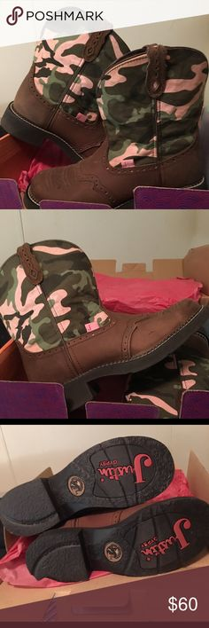 Justin Gypsy Camo Boots These boots are Justin brand and are so cute and comfortable I've only worn them once for a couple of hours..I have several pair of boots and don't get to ware them so I decided to find them a new home.. Justin Boots Shoes Heeled Boots