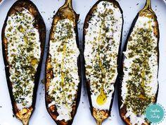 Les fabuleuses aubergines grillées d'Ottolenghi - Foodies and Family Yotam Ottolenghi, Ottolenghi Recipes, Healthy Vegetable Recipes, Healthy Cooking, Vegetarian Recipes, Cooking Recipes, Chefs, Pesco Vegetarian, Vegetarian
