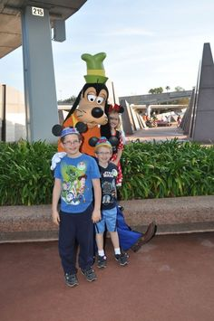Character Dining at Disney World - Pros and Cons for your family. #Travel #Disney