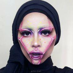 Neon Makeup Trend Photos - Best Eyeshadow Looks Futuristic deer Makeup Trends, Makeup Inspo, Makeup Inspiration, Robot Makeup, Sfx Makeup, Circus Makeup, Best Eyeshadow, Eyeshadow Looks, Make Up Looks