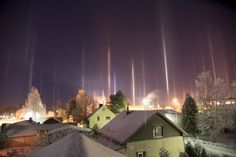 Pilares de luz desde Kauhava, Finlandia