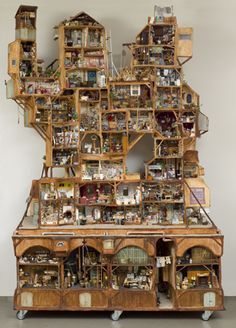 "Ever heared of Karina Schaapman her Creation ""The Mouse Mansion""? The Mouse Mansion stands at the ""Openbare Bibliotheek"" address: Oosterdokkade in Amsterdam (almost beside the Central-Station) Vitrine Miniature, Miniature Houses, Tiny World, Fairy Houses, Tree Houses, Miniture Things, Little Houses, Dollhouse Miniatures, Diy And Crafts"