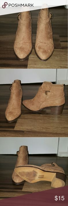 Women's camel booties Women's Forever 21 camel booties size 8 in excellent condition!! I only wore these 1 time!! No signs of wear. Forever 21 Shoes Ankle Boots & Booties