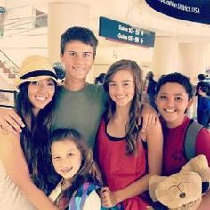 Willie's kidlets - John Sadie(her dimples are adorable), adopted son, Will, youngest is Bella. In hat is Rebecca an exchange student from Taiwan, whom they host. John Luke Robertson, Willie Robertson, Robertson Family, Sadie Robertson, Duck Dynasty Family, Duck Calls, Duck Commander, Quack Quack, Duck Hunting