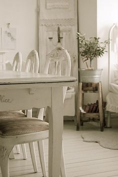 Shabby Chic Decor easy and creative tricks - Creatively shabby suggestions to design a super shabby easy shabby chic decor . The fantabulous ideas pinned on this cool day 20190705 , pin note ref 7463631991 Shabby Chic Kitchen, Shabby Chic Cottage, Vintage Shabby Chic, Shabby Chic Homes, Shabby Chic Style, Shabby Bedroom, White Cottage, Bedroom Bed, Bed Room