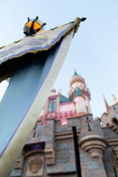 Disneyland The Ultimate Travel Guide by Annie Fairfax Disneyland Travel Tips Advice Travel Guides, Travel Tips, Travel Articles, Travel Advice, Travel Destinations, Luxury Travel, Travel Usa, Disney California Adventure Park, Disneyland Park