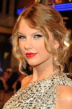 Taylor Swift Short Hair, Taylor Alison Swift, Long To Short Hair, Short Hair Styles, Ringlet Curls, Red Carpet Hair, Easy Hairstyles For Long Hair, Taylor Swift Pictures, Pink Hair