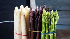 Les trois grandes variétés d'asperges: blanches, violettes et vertes.