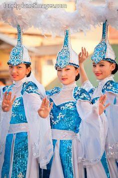 Kazajistán, oficialmente República de Kazajistán es un país transcontinental, con la mayor parte de su territorio situada en Asia Central y una menor en Europa.