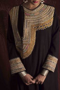 Hand Embroidery Dress, Embroidery Suits, Embroidered Clothes, Embroidery Fashion, Pakistani Formal Dresses, Pakistani Dress Design, Stylish Dress Designs, Designs For Dresses, Indian Designer Outfits