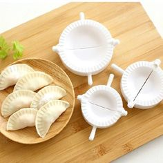 This dumpling mould can be a great helper for you when you make dumplings, ravioli, fruit pies. Name: Chinese Dumpling Dough Press Turnover Ravioli Tool Mold Maker. Ravioli, Dumpling Dough, Empanada Dough, Gyoza, Dough Press, Chicken Spring Rolls, Chinese Dumplings, Baking And Pastry, Cooking Tools