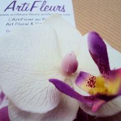Broche ou barrette fleuron orchidée blanche cœur magique