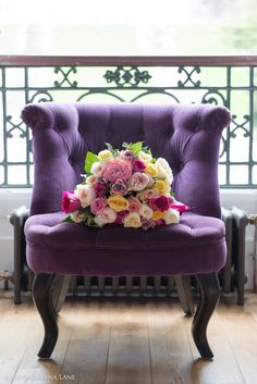 Ana Rosa - Love the color of the chair Purple Love, All Things Purple, Shades Of Purple, Purple Stuff, Soft Purple, Take A Seat, Love Seat, Purple Chair, Paris Apartments