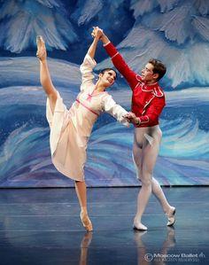 (east coast tour) Act I: Internationally award winning ballerina Olga Kifyak as Masha, alongside Viktor Shcherbakov, who danced the role of the Nutcracker Prince.