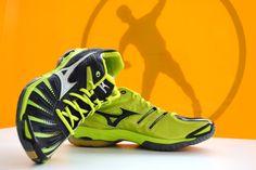 Ya están aquí las nuevas zapatillas de #Mizuno: Wave Stealth2 SS14 (black-lime) Disponibles en tienda física y en tienda online: www.puntofuerte.es