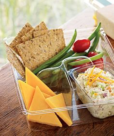 Tuna Salad: Albacore tuna mixed with relish, celery and carrots, Cheddar cheese, multi-grain crackers and blanched green beans. Lunch Snacks, Healthy Snacks, Healthy Eating, Healthy Recipes, Travel Snacks, Snack Box, Clean Eating, Work Lunch Box, Lunch To Go