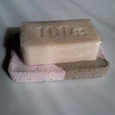 Porte savon ou eponge en beton gris et rose