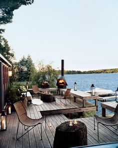 Decorator Thom Filicia knew exactly how to decorate a summer cottage fit for a perfect calming vacation.