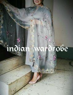 Party Wear Indian Dresses, Pakistani Fashion Party Wear, Pakistani Bridal Dresses, Indian Fashion Dresses, Dress Indian Style, Embroidery Suits Punjabi, Embroidery Suits Design, Punjabi Dress Design, Kalamkari Dresses