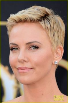 Charlize Theron debuting a short haircut and #diamond studs at the #Oscars -- a style I've been thinking about for years