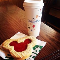 What can you get in Starbucks @ Disneyland? Of course Mickey Mouse Cookie