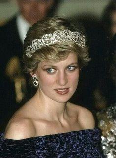 Princes Diana wearing the Spencer tiara!!