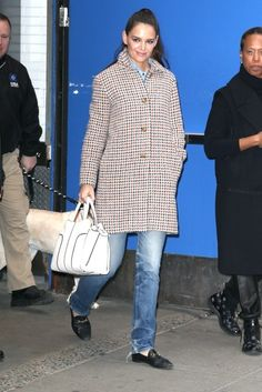 Katie Holmes Leather Tote - Katie Holmes accessorized with a stylish white leather tote by Tod's.