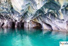 """No pequeno vilarejo de Puerto Rio Tranquillo, no Chile, está um grande atrativo natural da Patagônia chilena, as cavernas nos paredões de mármore, conhecidas como Capilla de Mármol - ''Capela de Mármore''. Para chegar lá não é nada fácil, pois a vila se localiza em um lugar remoto da Carretera Austral. Chão de terra com...<br /><a class=""""more-link"""" href=""""https://catracalivre.com.br/geral/viagem-acessivel/indicacao/a-capela-de-marmore-no-chile/"""">Continue lendo »</a>"""