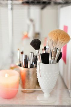 Rangement maquillage pas cher avec un bougeoir IKEA  http://www.homelisty.com/rangement-maquillage/