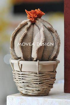 Artículos similares a Cactus en florero de terracota de la tela del yute con guita, todo totalmente artesanal. Planta de tapicería, hecho en Italia en Etsy Felt Crafts, Fabric Crafts, Diy And Crafts, Crafts For Kids, Cactus Decor, Cactus Art, Paper Flowers Diy, Felt Flowers, Felt Pillow