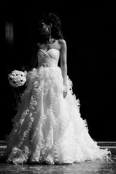 Oscar De La Renta Wedding Gown, Bride with Bouquet,