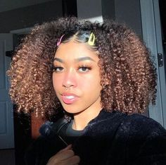 82 fantastic hairstyle tutorials for naturally curly hair - Hairstyles Trends Clip Hairstyles, Cute Curly Hairstyles, Girls Natural Hairstyles, Baddie Hairstyles, Curly Hair Styles, Kinky Curly Hair, Curly Girl, Dyed Natural Hair, Natural Hair Tips