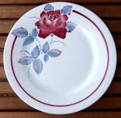 Assiette plate en faïence de Digoin et Sarreguemines, modèle SOBRAL, rose rouge