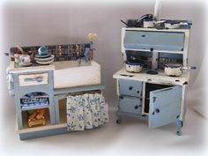 Dollhouse Kitchen Distressed Sink and Stove in blue & white with accesories. €75.50, via Etsy.