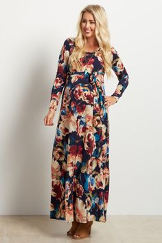 Feel comfortable in this sleek and flattering floral print sash tie maxi dress. The textured print flatters any silhouette and will transition to with you through the stages of motherhood. Maternity Shoot Dresses, Maternity Fashion, Maternity Maxi, Pregnancy Fashion, Pregnancy Wardrobe, Pink Blush Maternity, Her Style, Floral Tie, Blush Pink