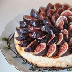 Cheesecake with fresh figs - Tibits Yummy Treats, Yummy Food, Vegan Wedding Cake, Buffet, Fresh Figs, Breakfast Cake, Healthy Desserts, Eat Cake, Food Videos