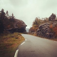 Fall in #ryfylke #norway #ombo #fall #mannenifjellet look at that troll in the mountain. Woaw #pictureoftheday  #instapic  #instatravel  #in...