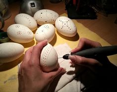 Engrave Easter Eggs - Beautiful Ideas for Filigree Easter Eggs with Lace Patterns, . - Before After DIY Dremel, Carved Eggs, Before And After Diy, Egg Art, Bone Carving, Lace Patterns, Egg Shells, Dot Painting, Easter Crafts