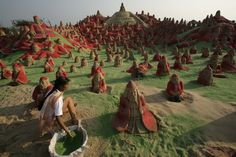 Sand Art in Puri, India - Santa Clauses on the beach to set a new world record - Photos of the Day: Dec. 23 - WSJ.com