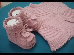 Perfect Vest Patterns For Baby Girl – Knitting And We Knit Baby Booties, Knit Boots, Knit Vest, Crochet For Kids, Knit Crochet, Crochet Hats, Baby Knitting Patterns, Baby Patterns, Baby Vest