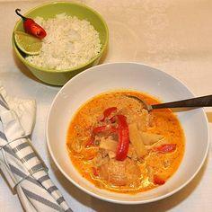 Thailändska kycklinglår i röd curry