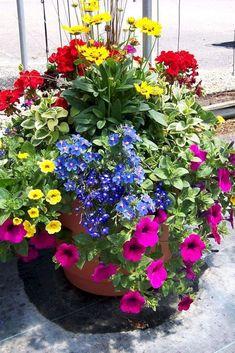 28 Stunning Container Garden Planting Designs https://wonderfulbackyard.com/2019/05/19/28-stunning-container-garden-planting-designs/