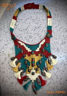 How to make rug woven necklace? Textile Jewelry, Fabric Jewelry, Boho Jewelry, Jewelery, Jewelry Necklaces, Jewelry Design, Collar Tribal, Pin Weaving, Vinyl Record Art