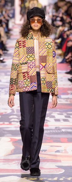 The complete Christian Dior Fall 2018 Ready-to-Wear fashion show now on Vogue Runway. Autumn Fashion 2018, Fashion Week, Love Fashion, Runway Fashion, High Fashion, Womens Fashion, Christian Dior, Style Haute Couture, French Fashion Designers