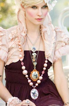 [Tarina+Tarantino+Alice+Necklace.jpg]